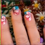 salão com manicure